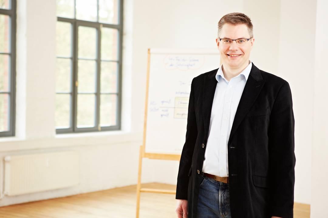 Bernd Sauer im Seminarraum