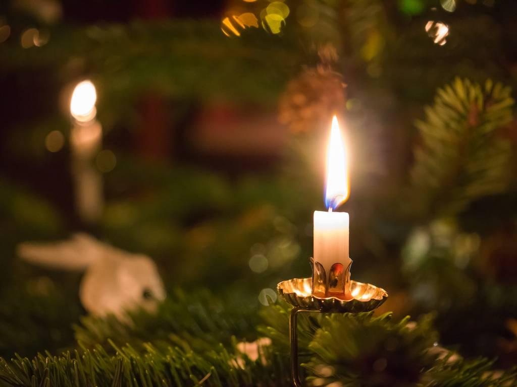 Kerzen am Weihnachtsbaum